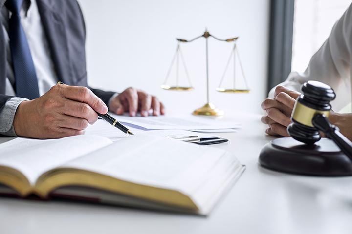 法律・表示等の知識を学ぶ